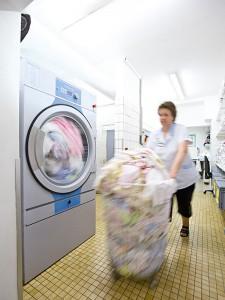 Wasmachine - professioneel of industrieel, bij Bedrijfswasmachine .nl krijgt u goed advies welke te gebruiken.